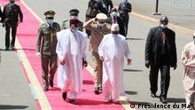 Mali Präsident Mahamadou IssoufouI aus Nigeria von Präsident Ibrahim Boubacar Keïta begrüßt
