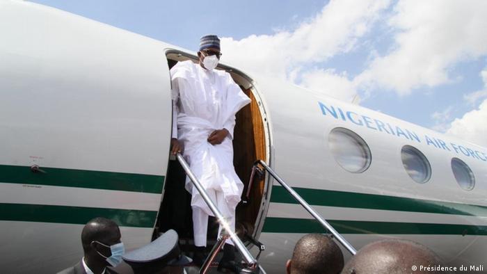 Nigerian President Muhammadu Buhari disembarking from an aircraft