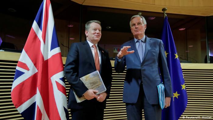 Der britische Verhandlungsführer David Frost und sein EU-Kollege Michel Barnier (Foto: Reuters/O. Hoslet)