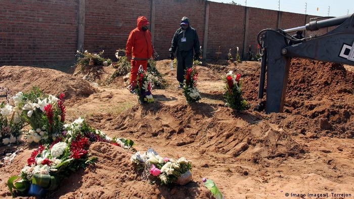 La saturación del cementerio municipal habilitado en la ciudad boliviana de Santa Cruz, la más afectada por el COVID-19, para enterrar a los fallecidos por esa enfermedad obligó a disponer de un segundo camposanto y a preparar un tercero para esos sepelios.