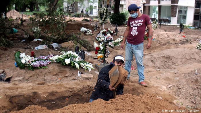 Cementerio para muertos por COVID-19 en Santa Cruz.