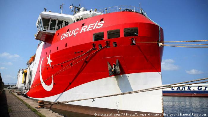 Turkey ship Oruc Reis (picture-alliance/AP Photo/Turkey's Ministry of Energy and Natural Resources)