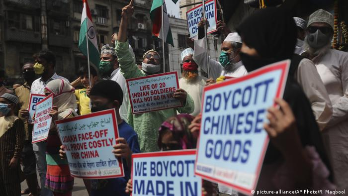 Indien Protest gegen China (picture-alliance/AP Photo/R. Maqbool)