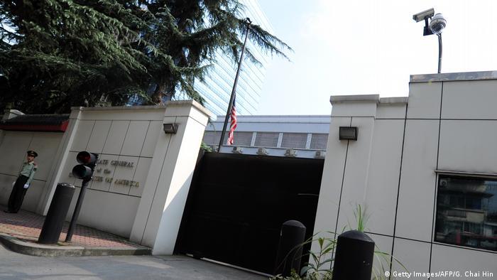 Fachada do consulado em Chengdu