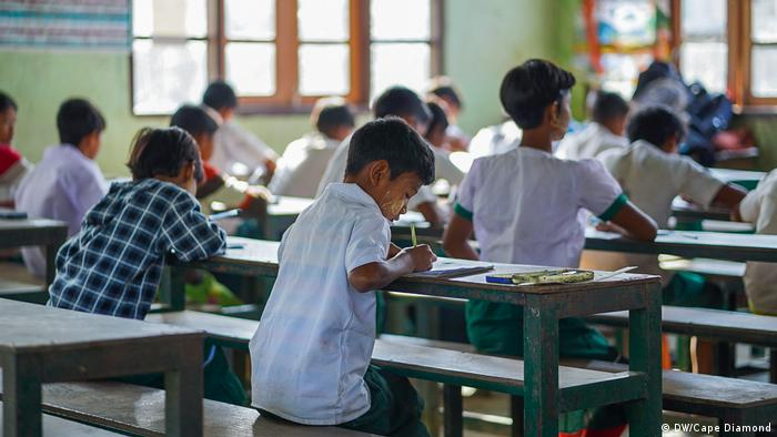 Students in a Myanamr school