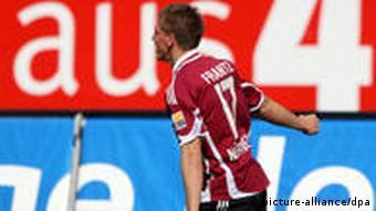 Der Nürnberger Mike Frantz jubelt über seinen Treffer zum 1:0. (Foto: Daniel Karmann dpa/lby)
