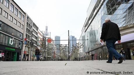 Centrele oraşelor germane: oameni puţini, magazine închise, perspective sumbre
