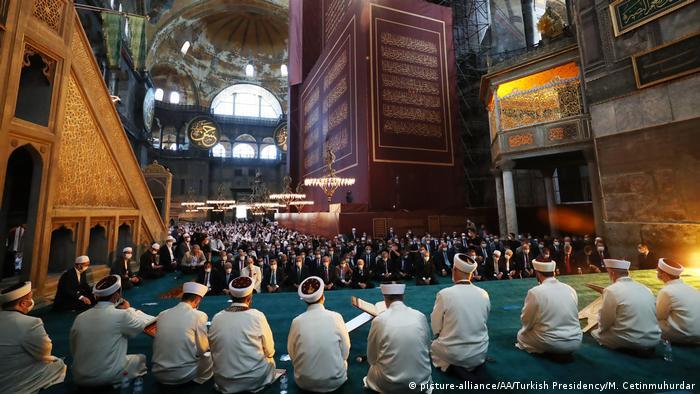 Türkei Istanbul Präsident Erdogan in Hagia Sophia zum Freitagsgebet (picture-alliance/AA/Turkish Presidency/M. Cetinmuhurdar)