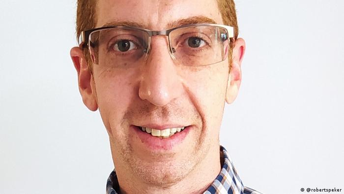 Porträt von Robert Speker, Mitarbeiter der Sydmar Lodge Care Home in London.