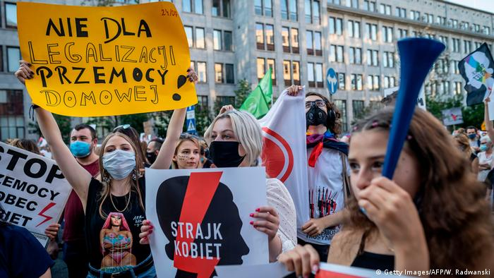 Polen Warschau | Frauenrechte & Protest gegen Rückzug von Istanbul-Konvention (Getty Images/AFP/W. Radwanski)