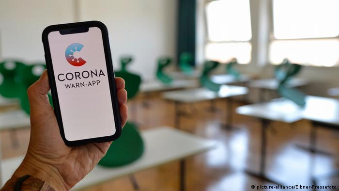 Smartphone mostrando Corona Warn-App