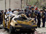 صحنهای از محل بمبگذاری در نزدیکی سفارت جمهوری اسلامی در بغداد