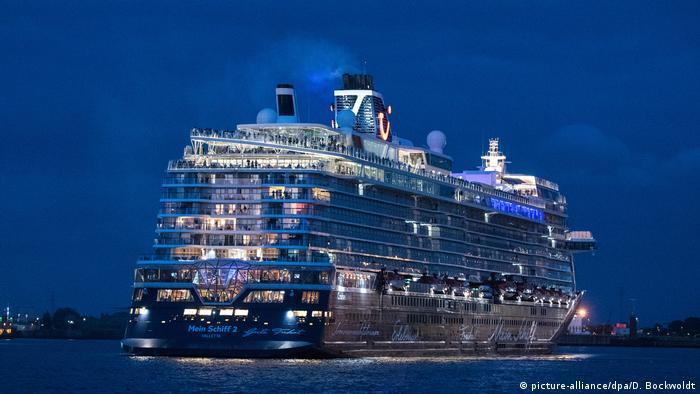 Mein Schiff 2 parte de porto de Hamburgo, na Alemanha