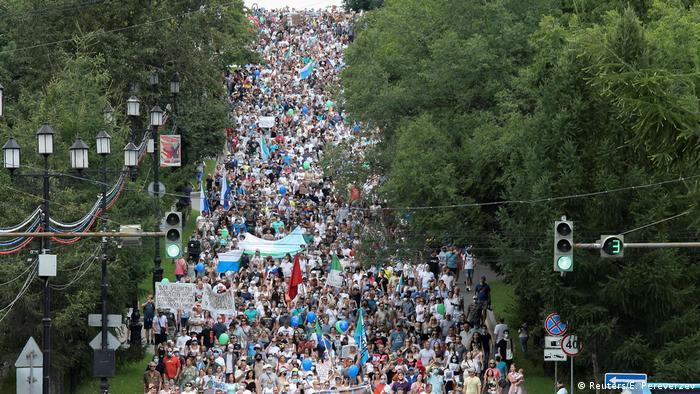 سلطات المدينة عدد المشاركين بنحو 6500 بينما ذكرت وسائل إعلام محلية أن عددهم يصل إلى 20 ألفا.