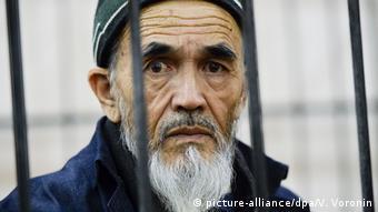 Умер в тюрьме предположительно от COVID-19: осужденный в Киргизии пожизненно правозащитник Азимжан Аскаров
