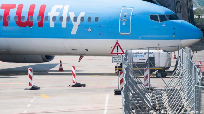 Wirtschaft I Mobilität I TUI Flugzeug (picture-alliance/dpa/J. Stratenschulte)