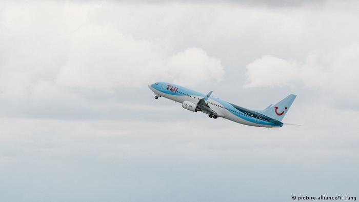 Wirtschaft I Mobilität I TUI Flugzeug (picture-alliance/Y. Tang)