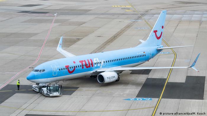 Wirtschaft I Mobilität I TUI Flugzeug (picture-alliance/dpa/M. Kusch)
