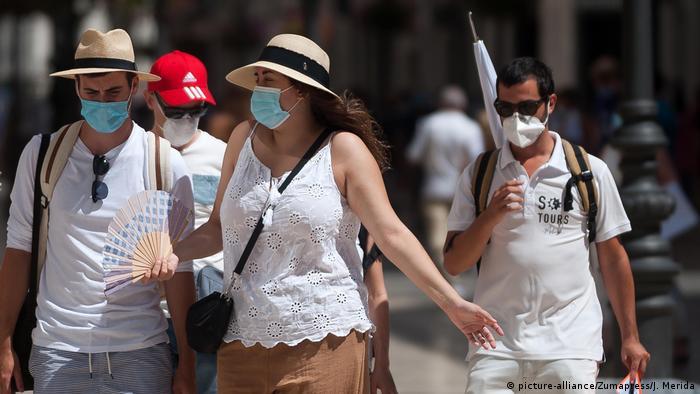Espanha tem ruas cheias durante o verão: popular destino de turista europeus