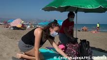 Spanien Coronavirus Menschen mit Masken
