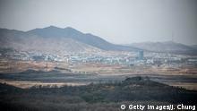 Südkorea Blick auf die nordkoreanische Stadt Kaesong