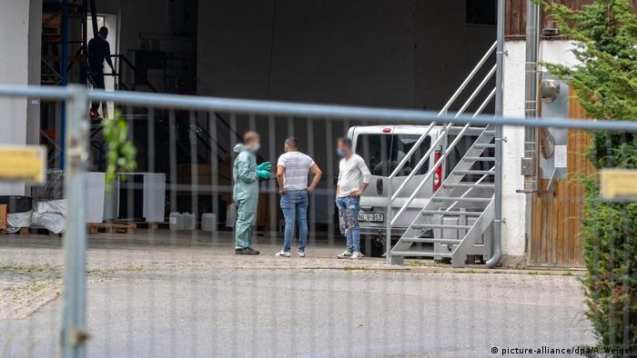 Deutschland Coronavirus Masseninfektion in Niederbayern | Erntehelfer angesteckt (picture-alliance/dpa/A. Weigel)