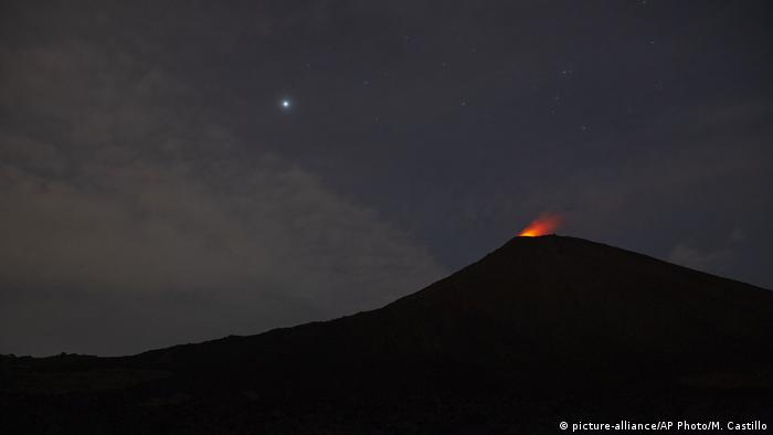 Guatemala Vulkan Pacaya (picture-alliance/AP Photo/M. Castillo)