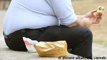 Obesity study. File photo dated 28/07/10 of an overweight man eating. Obesity has led to 20,000 cases of kidney cancer in England in the last decade, experts claim. Issue date: Monday April 24, 2017. The incidence rate of kidney cancer has soared by 40\% over the same time period and the rise is expected to continue, said Cancer Research UK. See PA story HEALTH Kidney. Photo credit should read: Dominic Lipinski/PA Wire URN:31044105 |