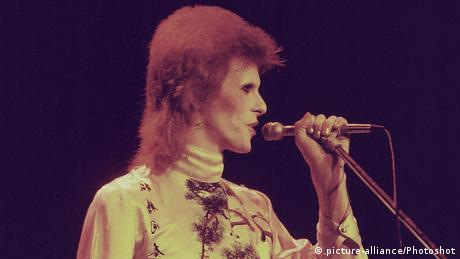 David Bowie I Kansai Yamamoto PICTURE FROM ARCHIVE COPYRIGHT (picture-alliance/Photoshot)