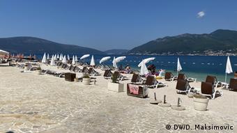 На одном из пляжей в Черногории