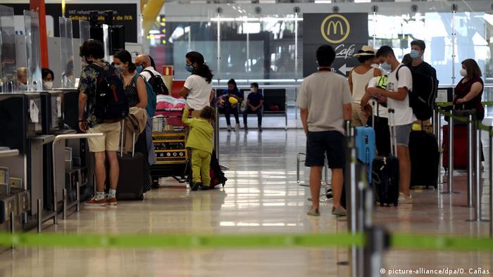 Spanien Corona-Pandemie | Tourismus | Check-in Flughafen Madrid