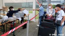 Personalien-Aufnahme am Testzentrum.jpg Copyright: DW/Lisa Hänel