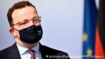 Deutschland | Gesundheitsminister Spahn | Corona-Testpflicht für Rückkehrer aus Risikogebieten (picture-alliance/dpa/AFP/T. Schwarz)