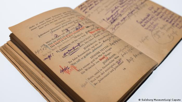 Opened book with yellowed pages and handwritten notes in various colors (Salzburg Museum/Luigi Caputo)