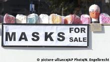 Coronavirus | Südafrika Kapstadt Masken-Verkauf