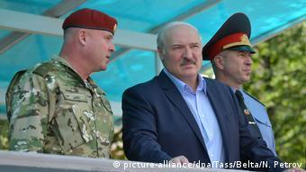 Лукашенко перед выборами предпочел посетить внутренние войска МВД страны