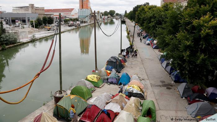 Das Zeltlager am Kanal Saint-Denis in Aubervilliers wenige Tage vor der Räumung (Foto: Getty Images/AFP/F. Guillot)