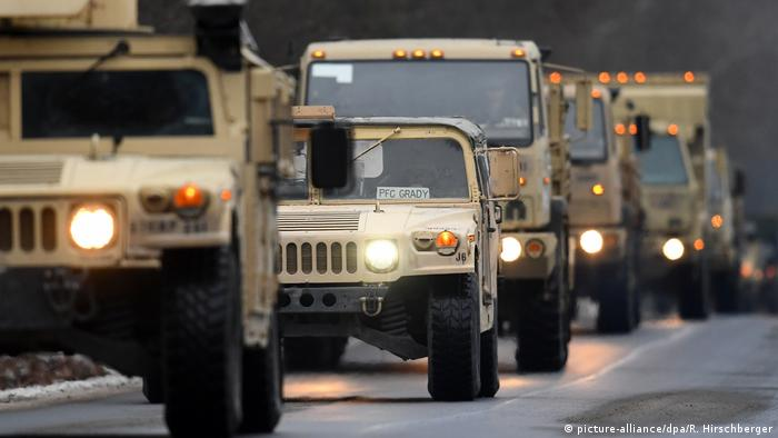 US military vehicles driving in Brandenburg (picture-alliance/dpa/R. Hirschberger)