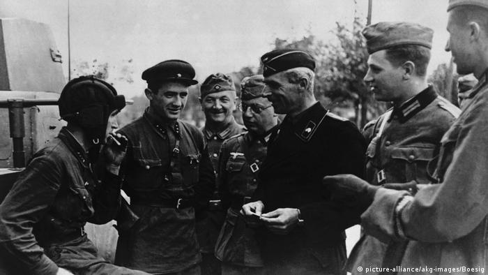 1939 год. Советские офицеры на переговорах с офицерами третьего рейха