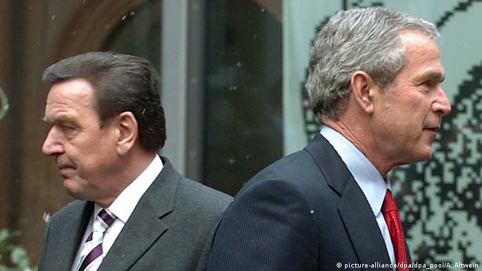 Gerhard Schröder and George W.Bush going separate ways in 2005 (picture-alliance/dpa/dpa_pool/A. Altwein)