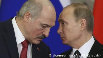Владимир Путин попросит от Александра Лукашенко ответных услуг за свою поддержку, уверена газета FAZ. На фото президенты России и Беларуси, фото 2016 года из архива