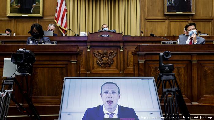 Глава Facebook Марк Цукерберг по видеосвязи на слушаниях в Конгрессе США, 29 июля 2020 года