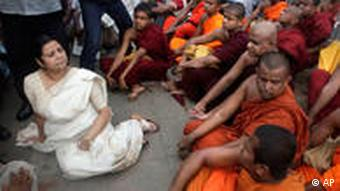 Anoma Fonseka, the wife of former army chief Sarath Fonseka, with Buddhist monks at a protest to seek his release