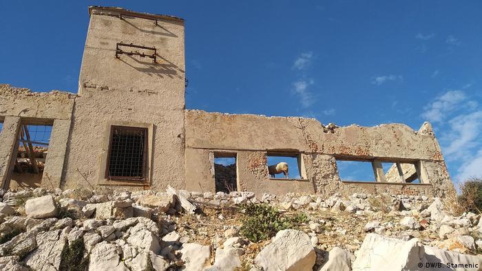 Ostaci logorskih građevina na Golom otoku