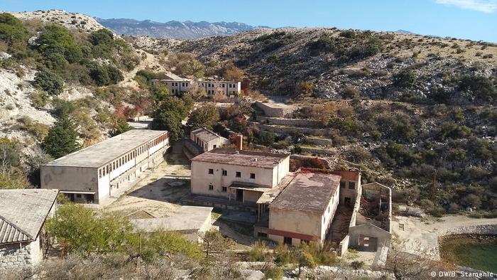 Zatvorske zgrade na prostoru nekadašnjeg logora Velika žica