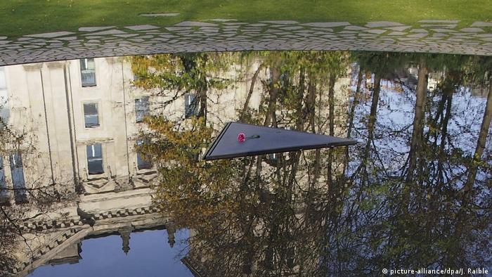 Monument închinat la Berlin etnicilor sinti şi romi ucişi în timpul nazismului