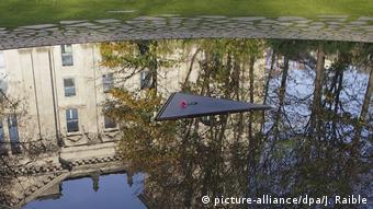 Το μνημείο της γερμανικής Βουλής για τους Σίντι και Ρομά που έπεσαν θύματα του ναζισμού