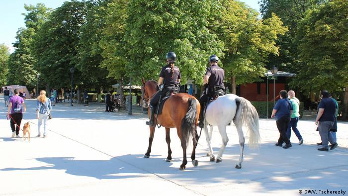La Policía vigila el cumplimiento de las medidas restrictivas en Madrid