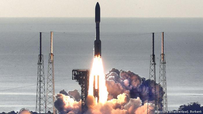 Запус ракеты-носителя Atlas V с марсоходом на борту