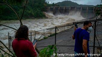Puerto Rico Tropensturmv Isaias (Getty Images/AFP/R. Arduengo)